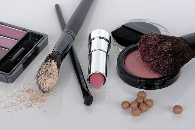 přípravky dekorativní kosmetiky